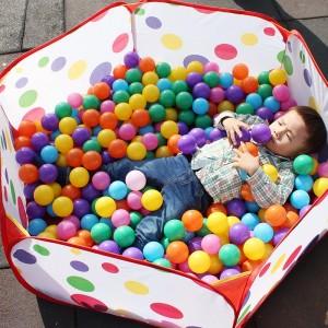 Set 100 bile din plastic multicolore pentru copii